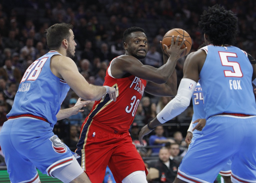 New Orleans Pelicans forward Julius Randle (30) looks for an opening in between Sacramento Kings forward Nemanja Bjelica (88) and Sacramento Kings gua...