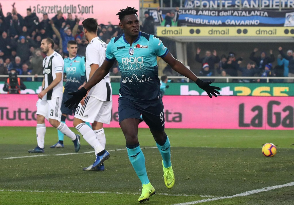 Atalanta's Duvan Zapata celebrates after scoring his side's second goal during a Serie A soccer match between Atalanta and Juventus in Bergamo, Italy,