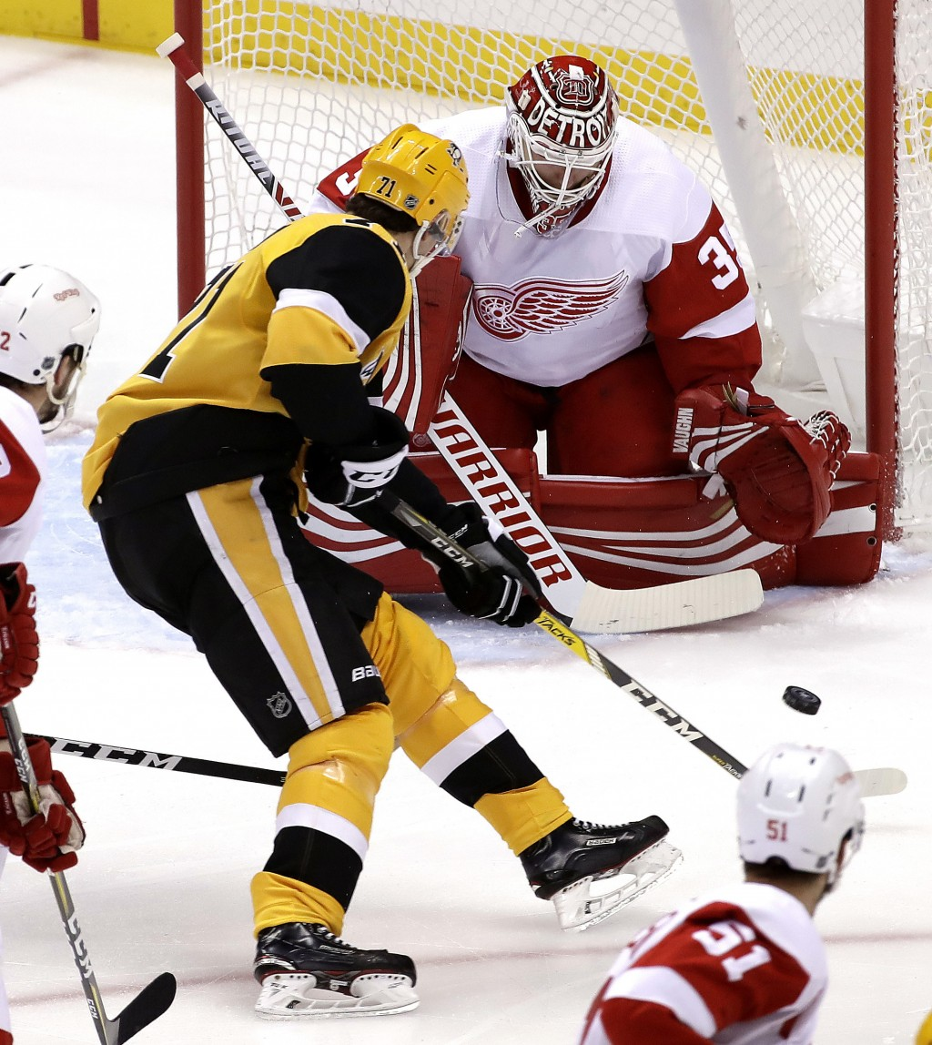 Pittsburgh Penguins' Evgeni Malkin (71) can't get off a shot in front of Detroit Red Wings goaltender Jimmy Howard (35) during the first period of an ...