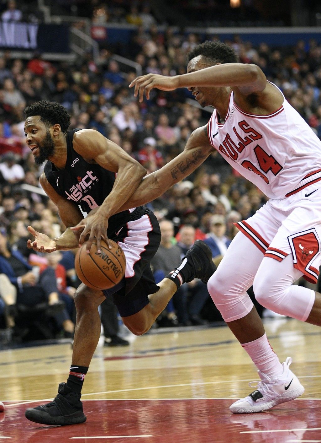 Chicago Bulls forward Wendell Carter Jr. (34) reaches for the ball against Washington Wizards guard Chasson Randle (9) during the first half of an NBA...