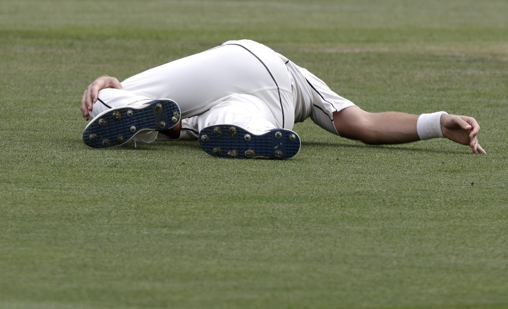 New Zealand's Tim Southee stretches ahead of a bowling spell during play on day four of the second cricket test between New Zealand and Sri Lanka at H...