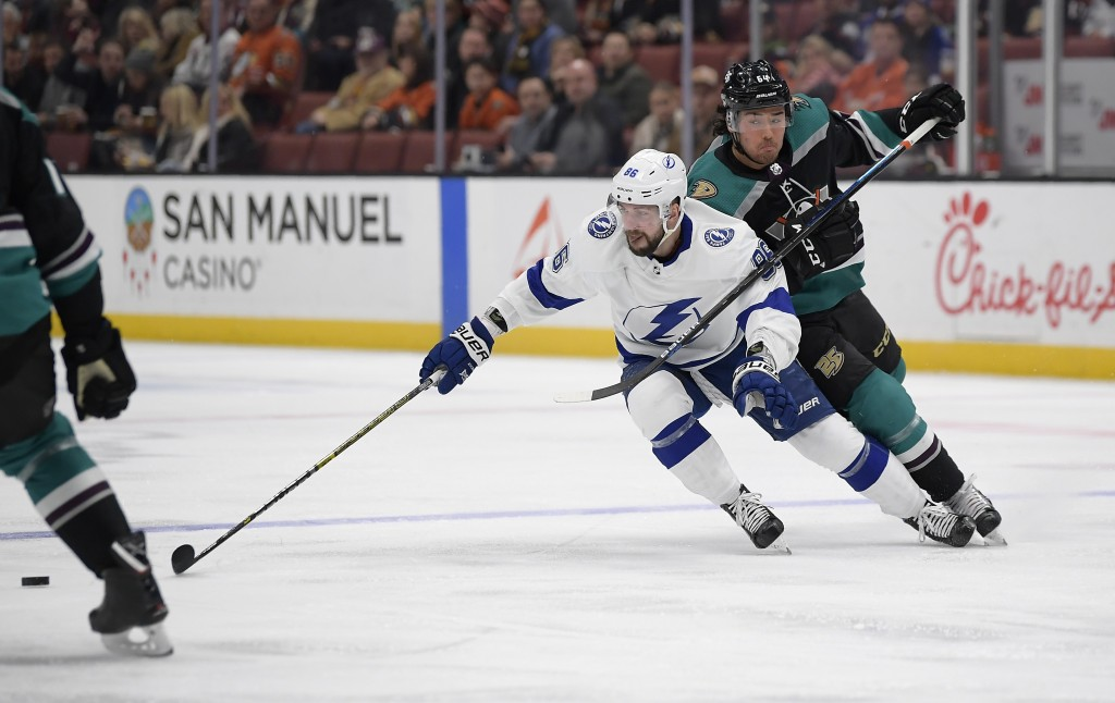 Tampa Bay Lightning right wing Nikita Kucherov, left, reaches for the puck as Anaheim Ducks right wing Kiefer Sherwood defends during the first period...