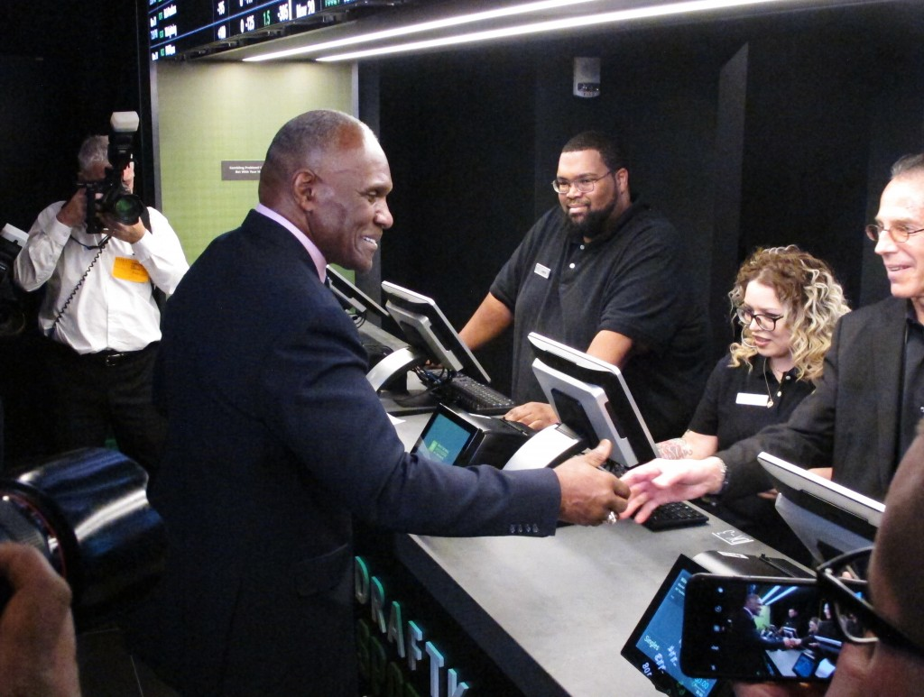 FILE - In this Nov. 20, 2018 file photo, former New York Giants linebacker Harry Carson places a bet on the New York Yankees to win the 2019 World Ser...