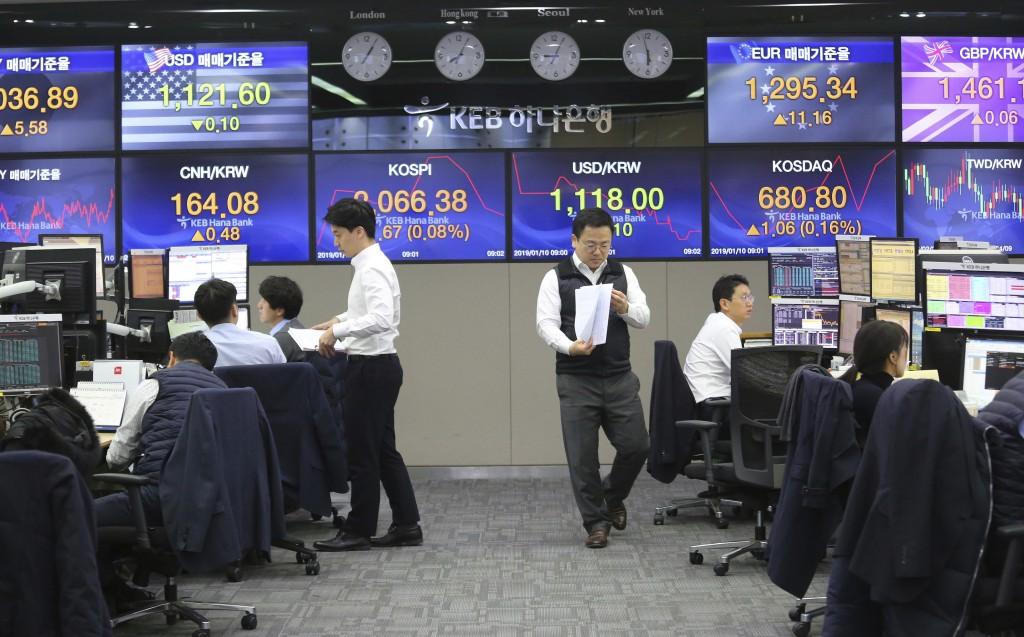 Currency traders work at the foreign exchange dealing room of the KEB Hana Bank headquarters in Seoul, South Korea, Thursday, Jan. 10, 2019. Asian mar...