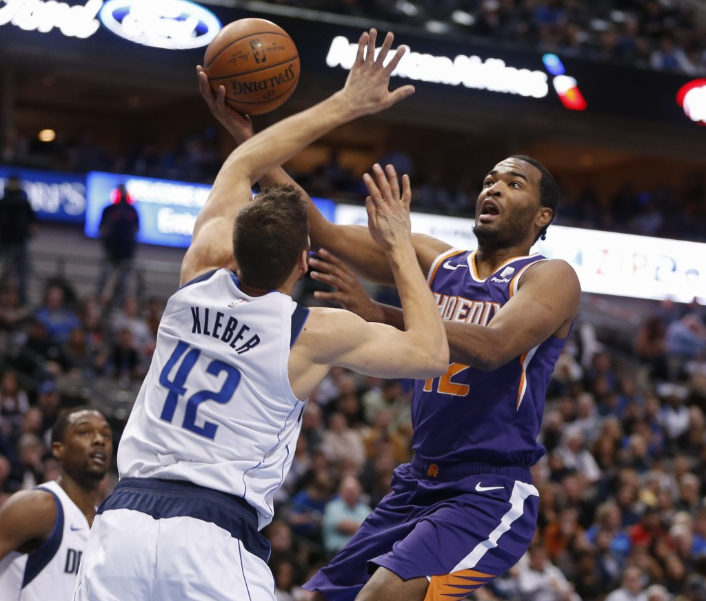 Phoenix Suns forward T.J. Warren (12) shoots in front of Dallas Mavericks forward Maximilian Kleber (42) during the first half of an NBA basketball ga...
