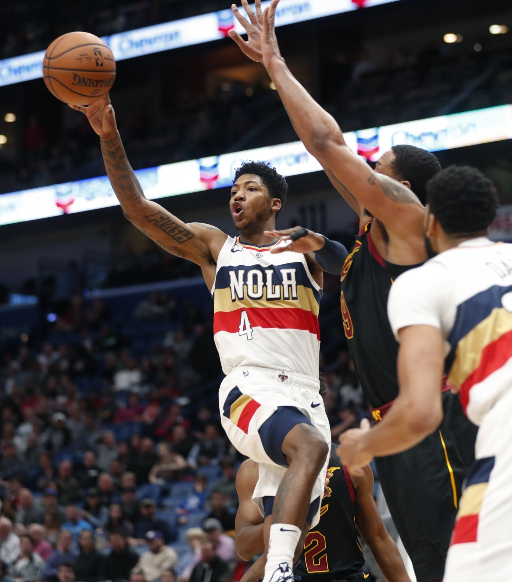 New Orleans Pelicans guard Elfrid Payton (4) passes against Cleveland Cavaliers forward Channing Frye (9) in the first half of an NBA basketball game