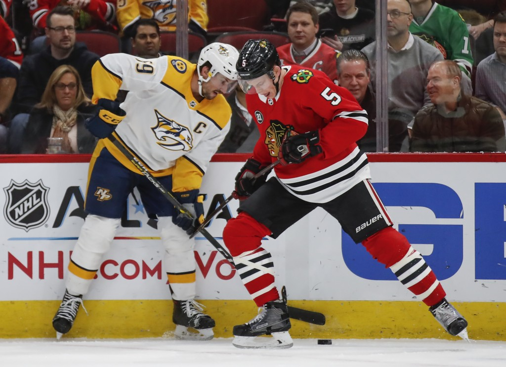 Chicago Blackhawks defenseman Connor Murphy (5) battles for the puck with Nashville Predators defenseman Roman Josi (59) during the first period of an...