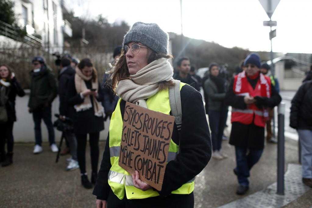 Italian minister Di Maio shows support for French 'yellow vests'