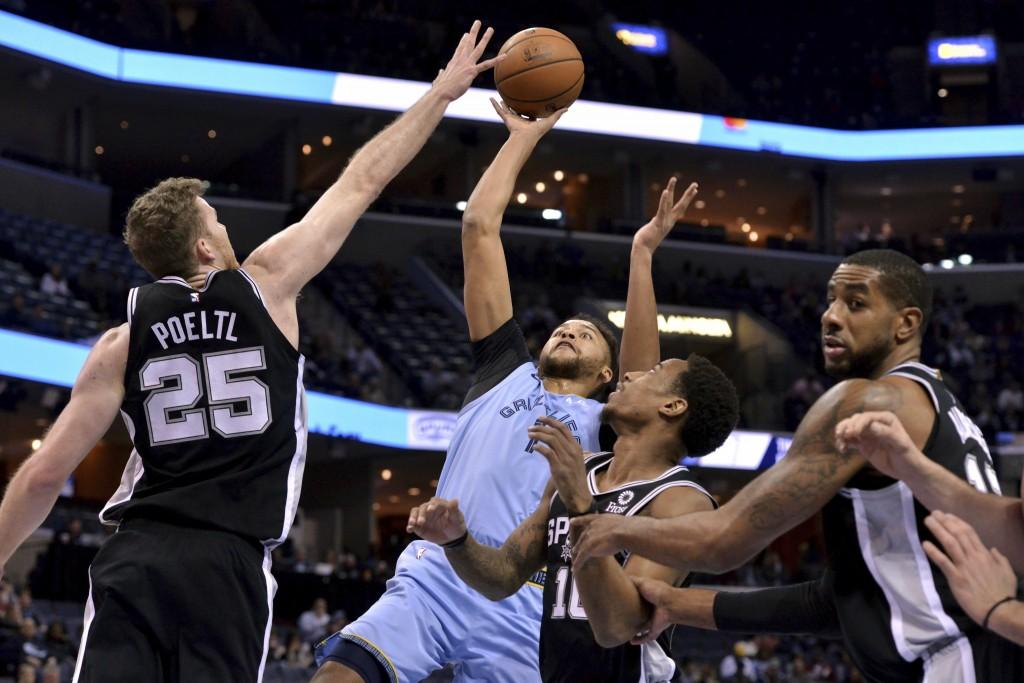 Memphis Grizzlies forward Kyle Anderson (1) shoots between San Antonio Spurs center Jakob Poeltl (25), guard DeMar DeRozan (10) and forward LaMarcus A...