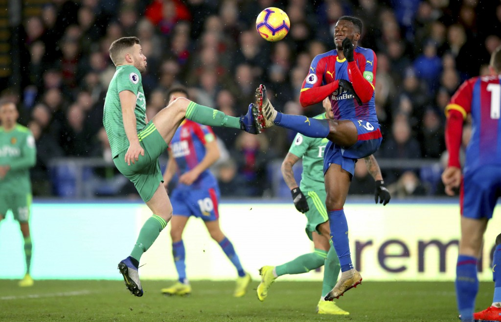 Watford's Tom Cleverley, left, and Crystal Palace's Aaron Wan-Bissaka battle for the ball during the English Premier League soccer match between Cryst