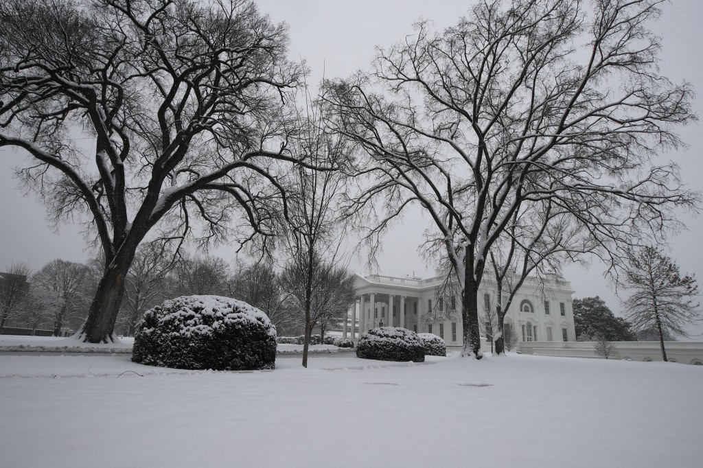Snow covers the North Lawn of the White House in Washington, Sunday, Jan. 13, 2019. A winter storm brought snow to the Mid-Atlantic region, where fore