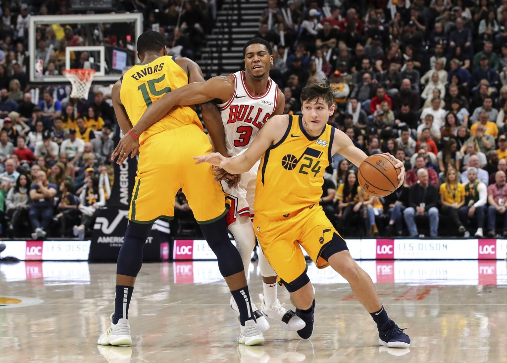 Utah Jazz guard Grayson Allen (24) uses forward Derrick Favors (15) to get away from Chicago Bulls guard Shaquille Harrison (3) during the second quar...