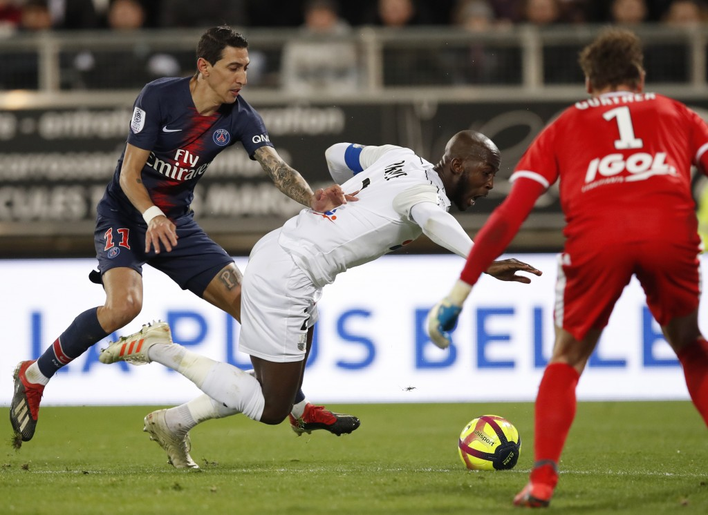 PSG's Angel Di Maria, left, and Amiens' Prince-Desir Gouano challenge for the ball during the French League One soccer match between Amiens and Paris-...