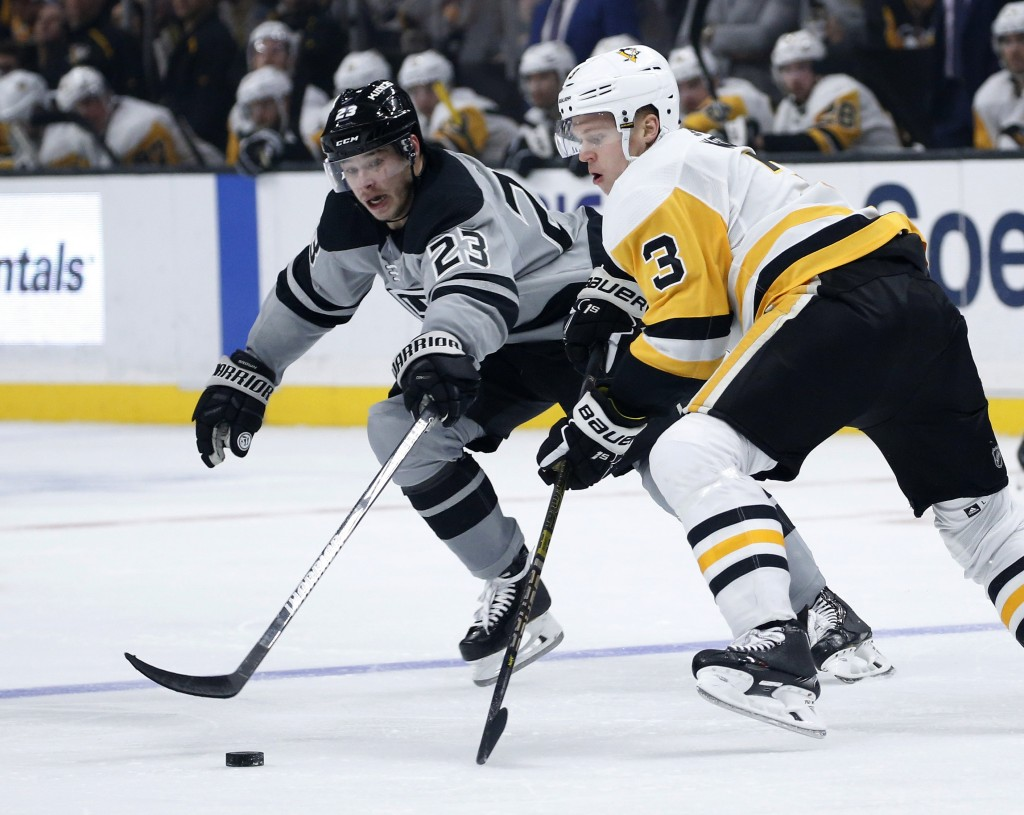 Los Angeles Kings forward Dustin Brown, left, vies with Pittsburgh Penguins defenseman Olli Maatta during the second period of an NHL hockey game Satu