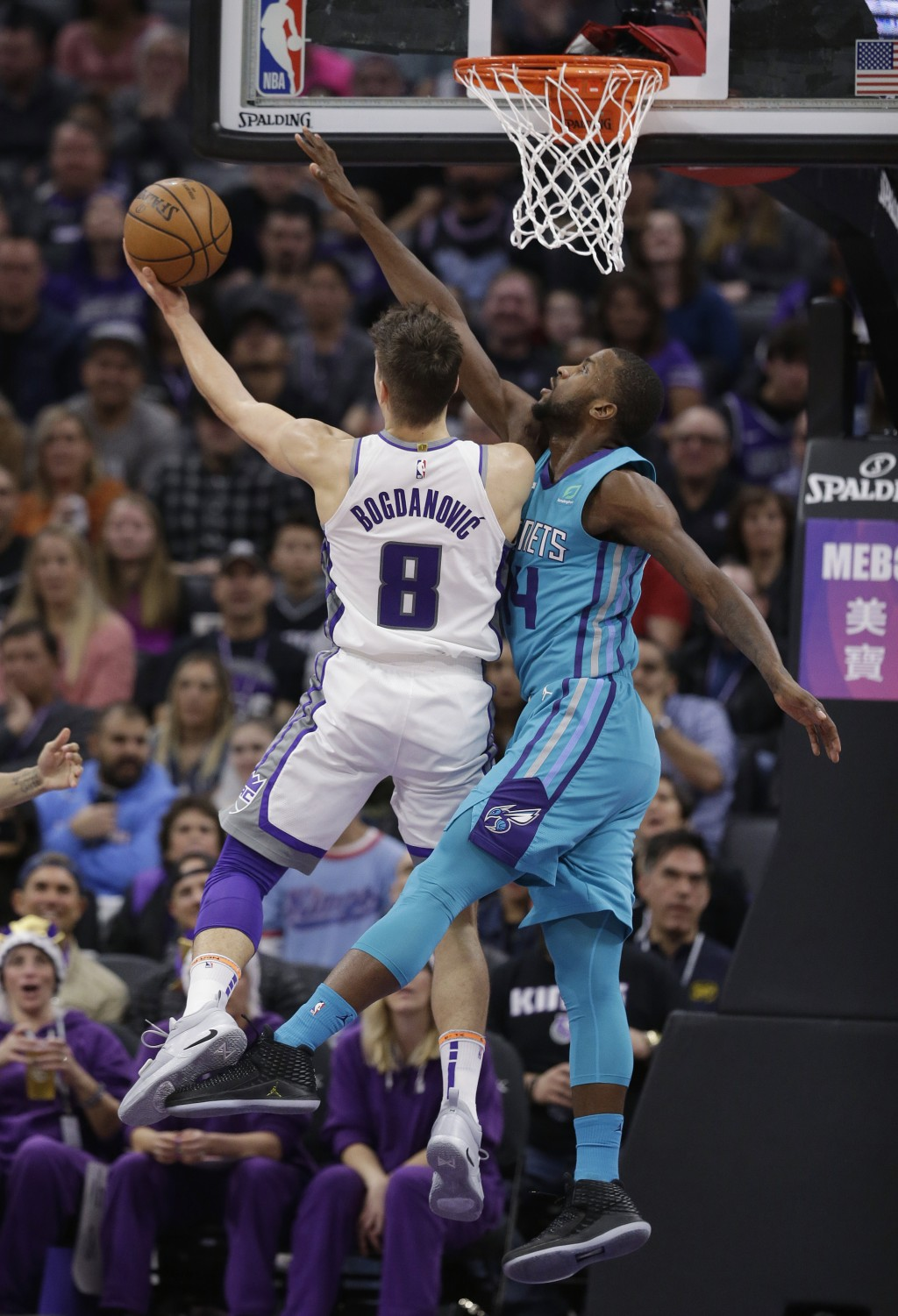 Sacramento Kings guard Bogdan Bogdanovic, right, goes to the basket against Charlotte Hornets forward Michael Kidd-Gilchrist during the first quarter