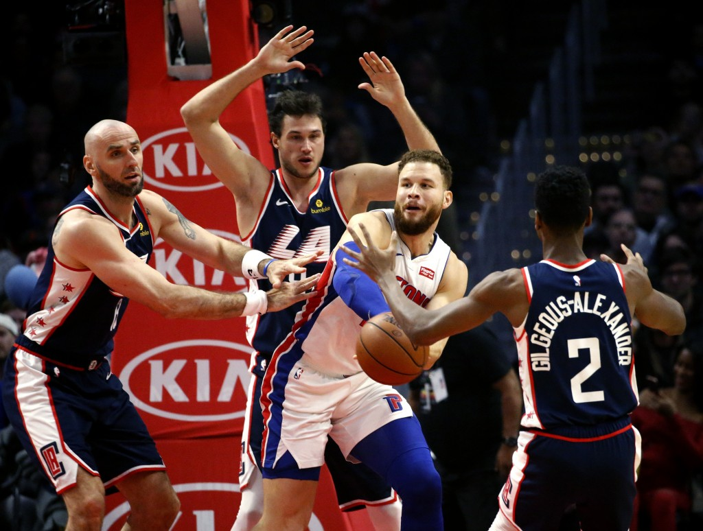 Detroit Pistons' Blake Griffin, second from right, passes the ball while pressured by Los Angeles Clippers' Danilo Gallinari, second from left, and Ma