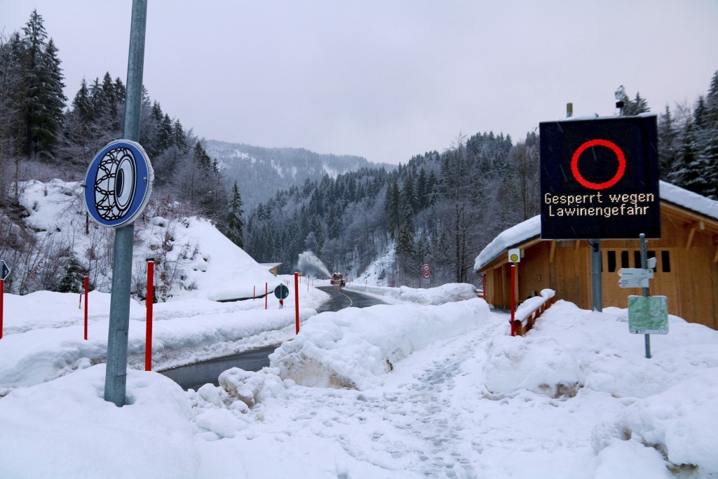 A snow plough clears a street to Balderschwang which is closed to the public due to the risk of avalanches in Obermaiselstein, southern Germany, Monda