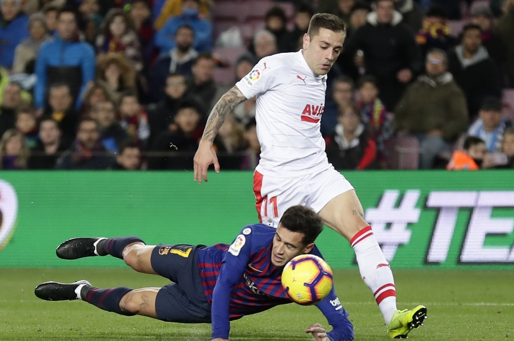 FC Barcelona's Coutinho, left, duels for the ball with Eibar's Ruben Pena during the Spanish La Liga soccer match between FC Barcelona and Eibar at th
