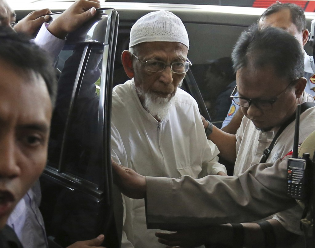 FIEL - In this March 1, 2018, file photo, ailing radical cleric Abu Bakar Bashir, center, arrives for medical treatment at Cipto Mangunkusumo Hospital...