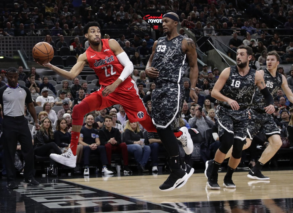 Washington Wizards forward Otto Porter Jr. (22) chases a loose ball past San Antonio Spurs forward Dante Cunningham (33) during the first half of an N...