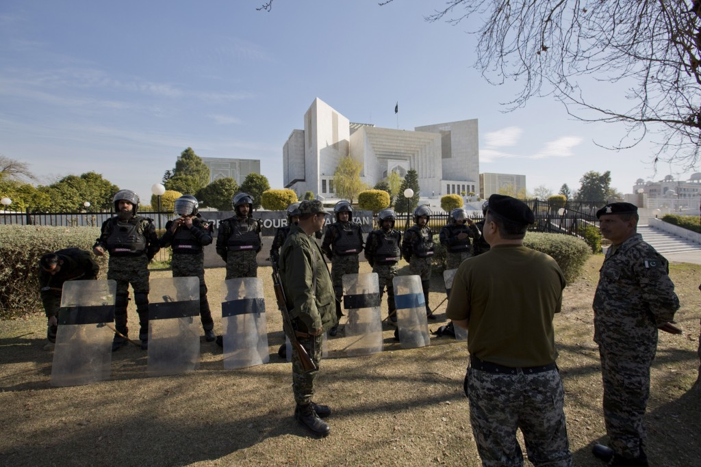 Pakistani troops surround the Supreme Court building as security is beefed up during the hearing of blasphemy case against Pakistani Christian woman A
