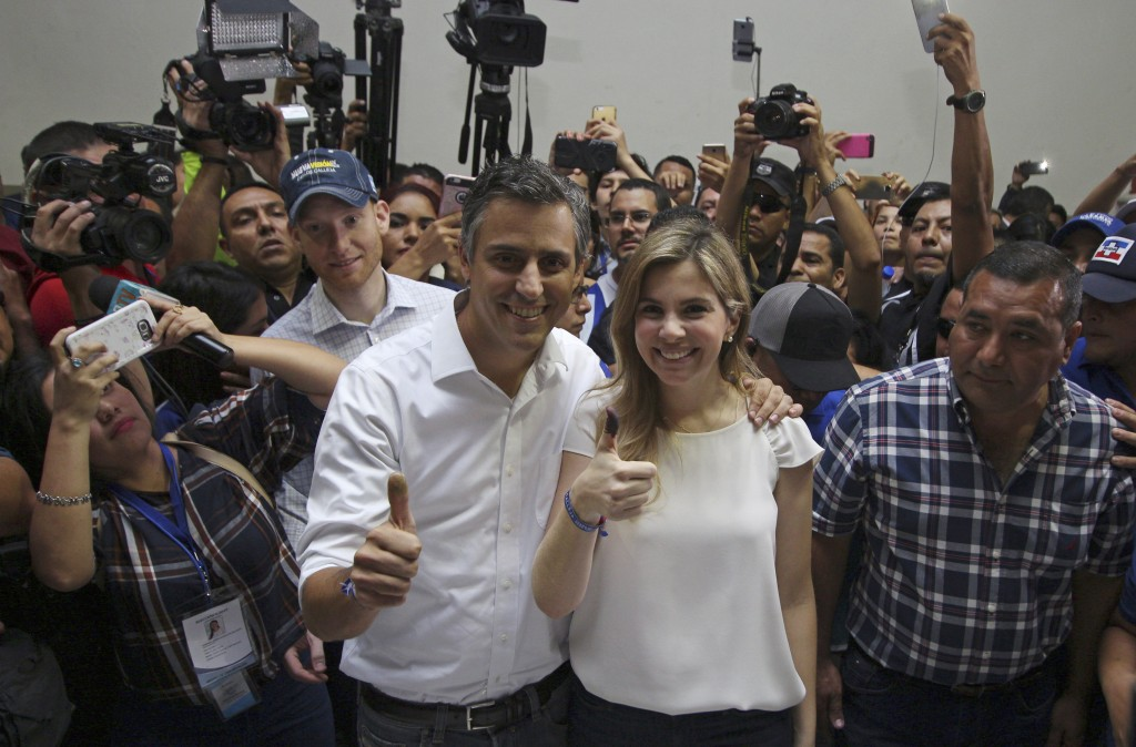 Presidential candidate for the Alianza Republicana Nacionalista party (ARENA), Carlos Calleja, and his wife Andrea give a thumbs up to the press, show