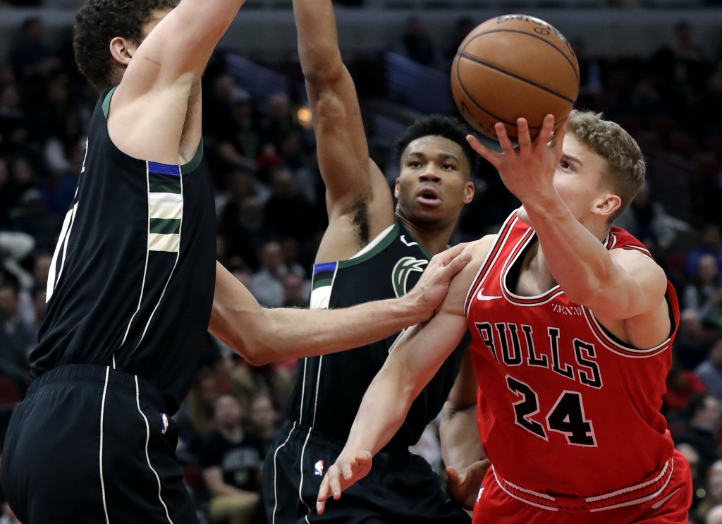 Chicago Bulls forward Lauri Markkanen, right, shoots against Milwaukee Bucks center Brook Lopez, left, and forward Giannis Antetokounmpo during the fi...