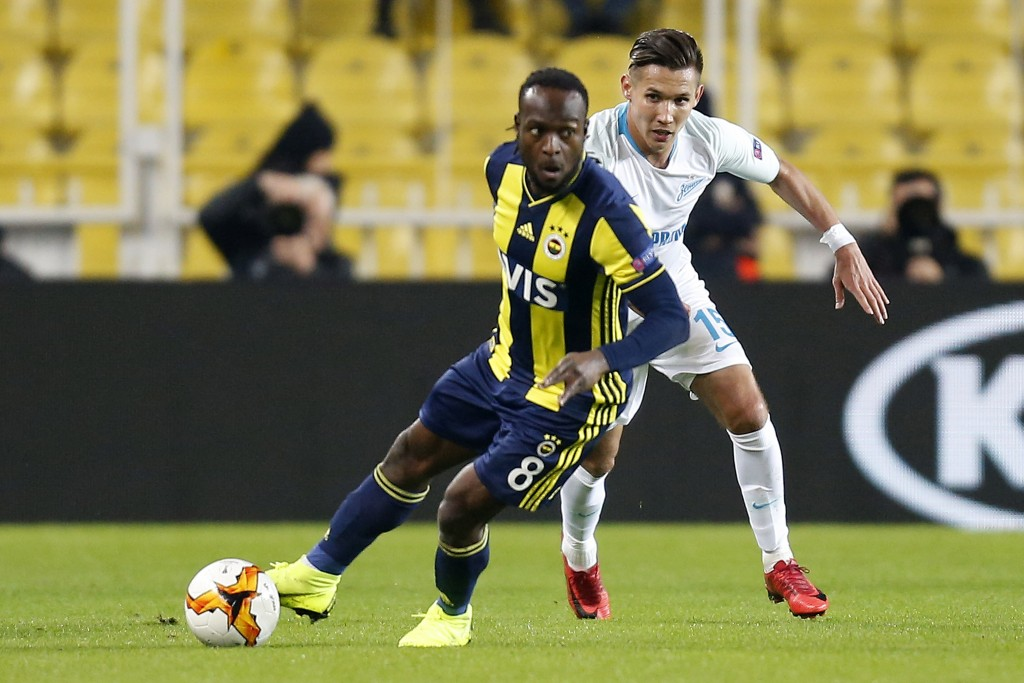 Victor Moses, left, fights for the ball with Zenit's Elmir Nabiullin during the Europa League round of 32 soccer match between Fenerbahce and FC Zenit