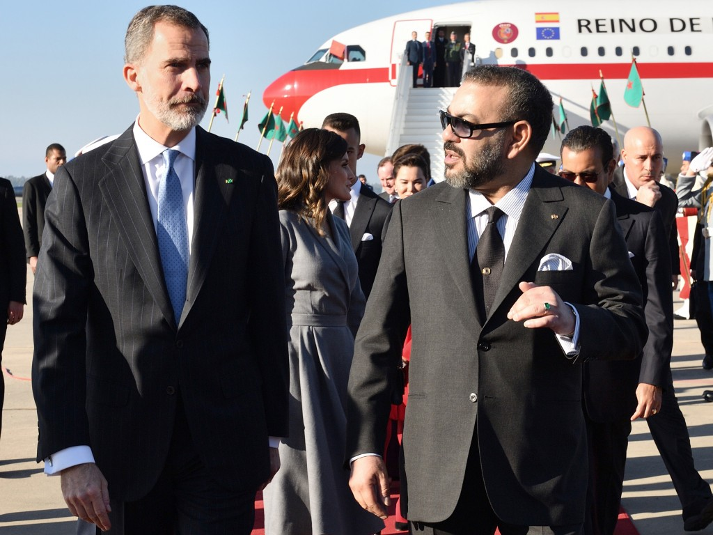 In this photo provided by the Moroccan Royal Palace via Moroccan News Agency (MAP), Moroccan King Mohammed VI, right, welcomes King Don Felipe VI of S...