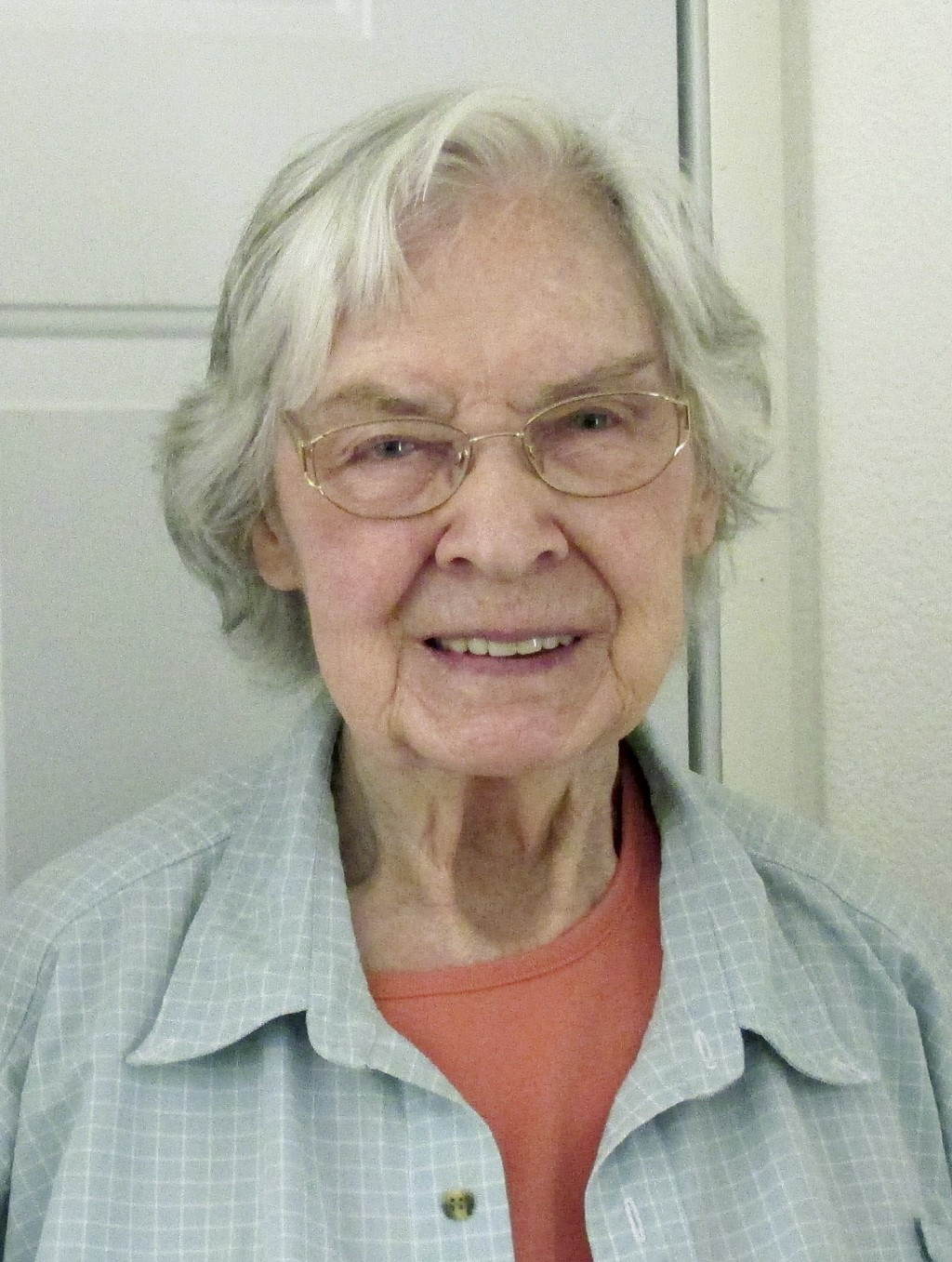 This 2015 photo provided by Debbie O'Brien shows Dorothy Lee Mack posing for photos in Paradise, Calif. The 87-year-old retired clerk for the Californ...