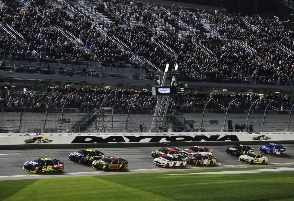 Pole-sitter William Byron (24) leads Jimmie Johnson (48), Daniel Hemric (8) and the rest of the field to start the first of two qualifying auto races