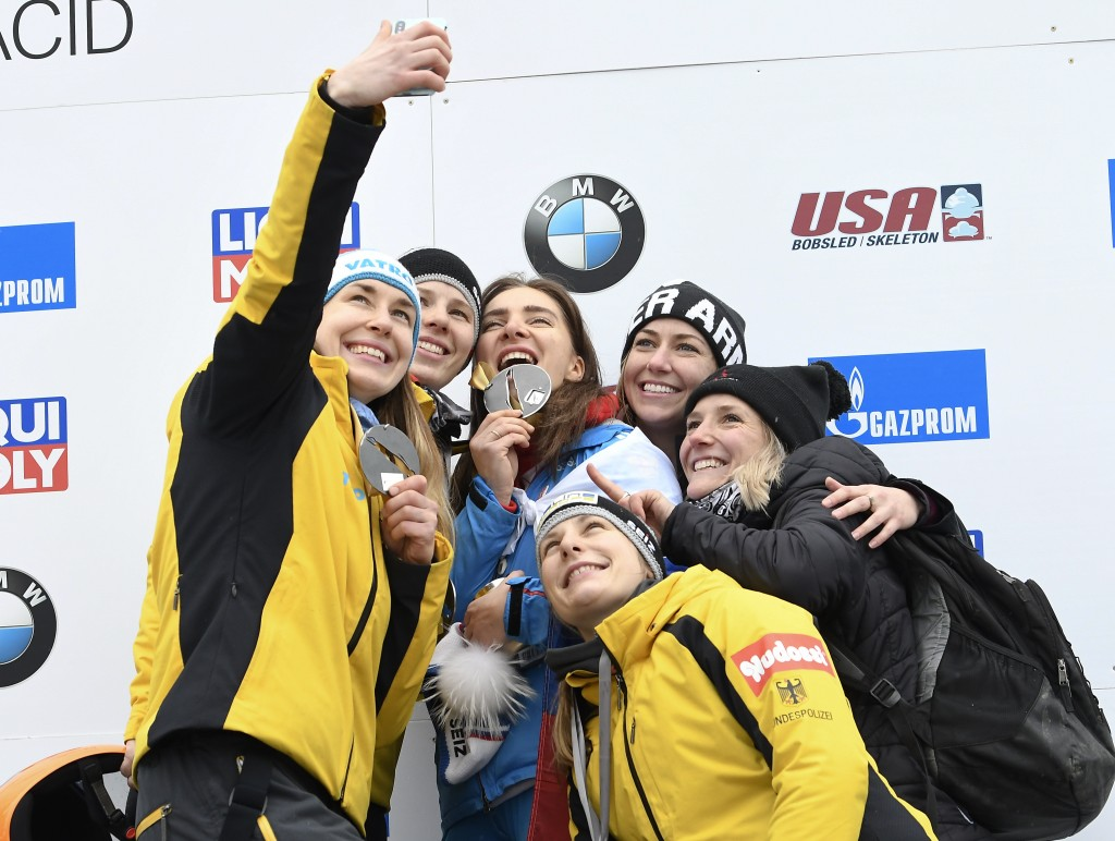 Jacqueline Loelling, of Germany, left, takes a selfie photograph with the top sixth finishers after tying for first place with Elena Nikitina, of Russ...