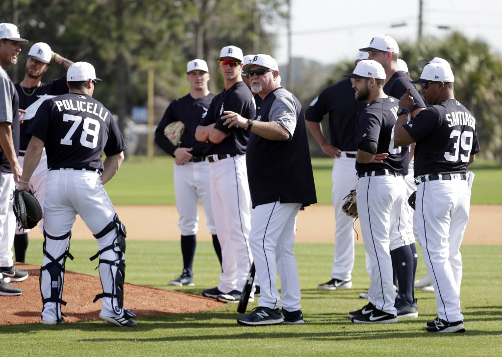 Detroit Tigers manager Ron Gardenhire, center, talks with his players at the Detroit Tigers spring training baseball facility, Friday, Feb. 15, 2019, ...