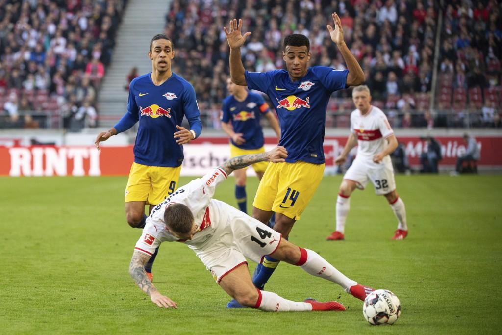 Stuttgart's Alexander Esswein, center left, and Leipzig's  Tyler Adams, center right, challenge for the ball during the German Bundesliga soccer match...