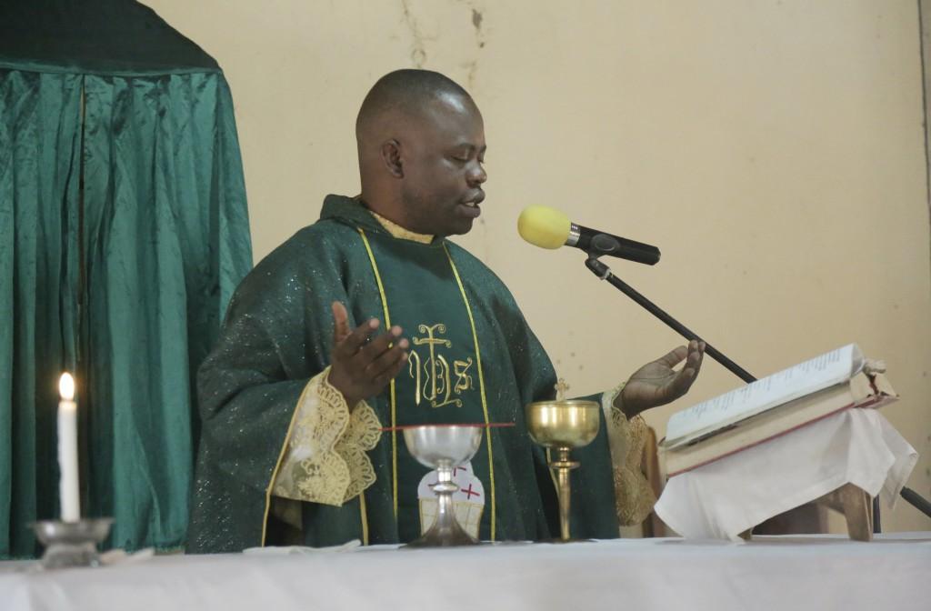 Rev. Father Maurice Kwairanga, pray during a mass at St Charles Catholic Church, in Ngurore, Nigeria, Sunday, Feb. 17, 2019. Nigeria's top candidates