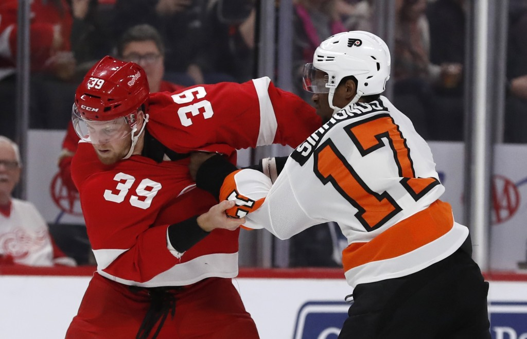 Detroit Red Wings right wing Anthony Mantha (39) and Philadelphia Flyers right wing Wayne Simmonds (17) fight during the first period of an NHL hockey