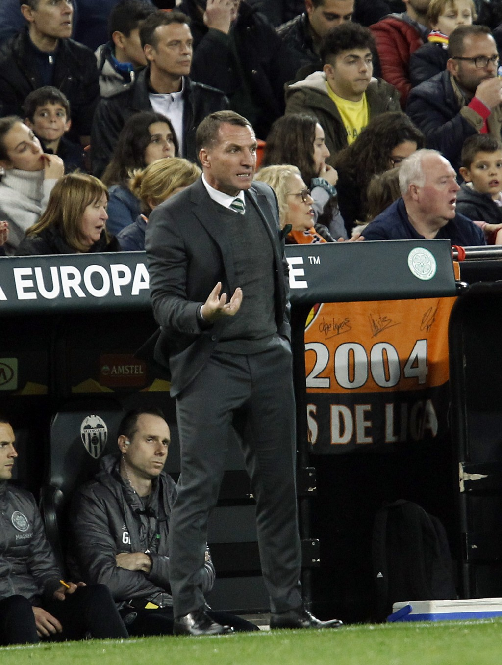 Celtic coach Brendan Rodgers gestures to players during their Europa League round of 32, second leg, soccer match between Valencia and Celtic at the M...