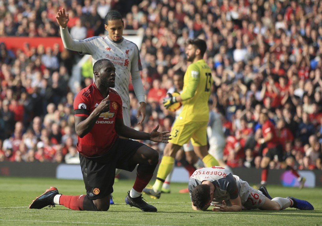 Manchester United's Romelu Lukaku, left, reacts after missing a scoring chance during the English Premier League soccer match between Manchester Unite