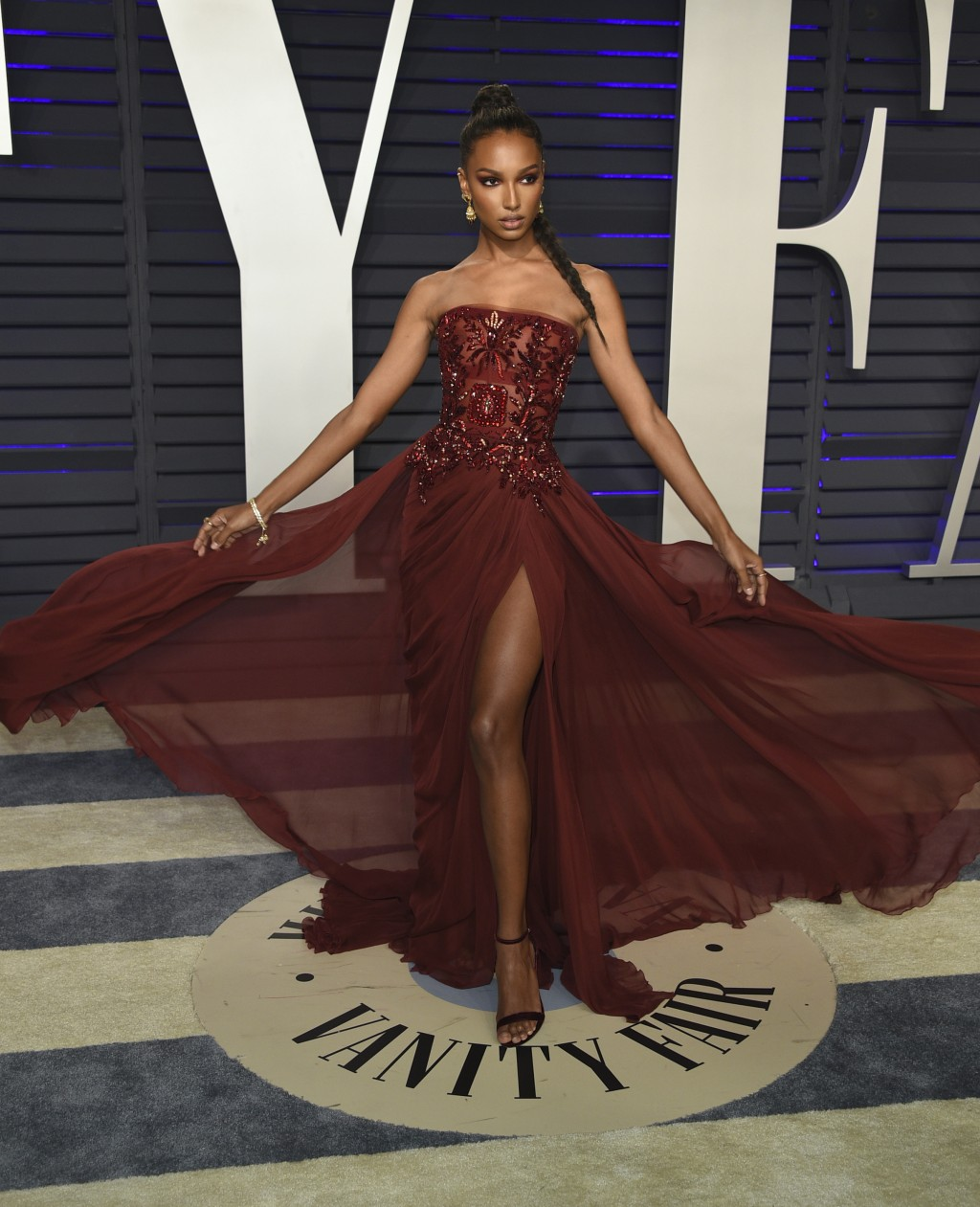 Jasmine Tookes arrives at the Vanity Fair Oscar Party on Sunday, Feb. 24, 2019, in Beverly Hills, Calif. (Photo by Evan Agostini/Invision/AP)
