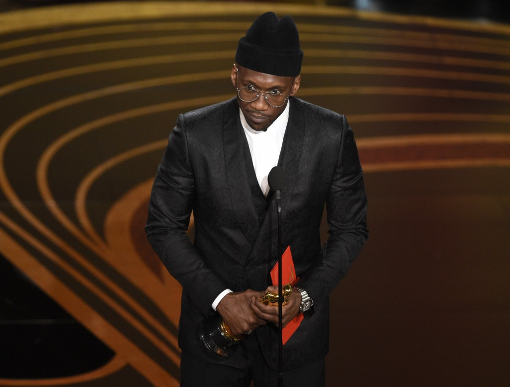 """Mahershala Ali accepts the award for best performance by an actor in a supporting role for """"Green Book"""" at the Oscars on Sunday, Feb. 24, 2019, at the"""