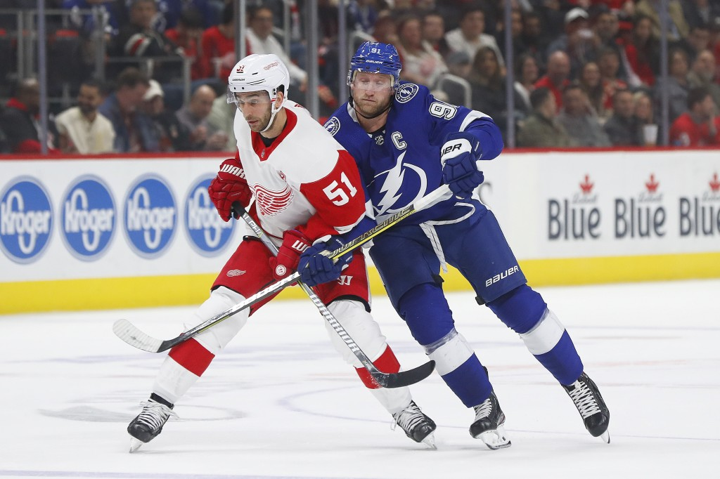 Detroit Red Wings center Frans Nielsen (51) and Tampa Bay Lightning center Steven Stamkos (91) battle for position in the first period of an NHL hocke