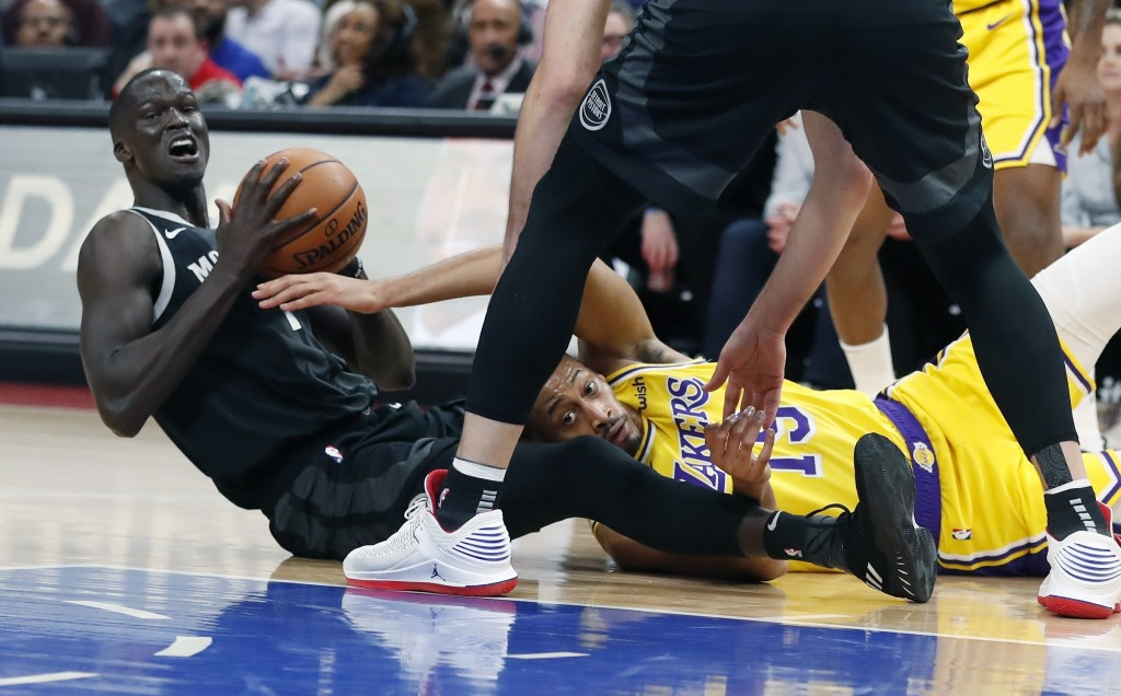 Los Angeles Lakers forward Johnathan Williams (19) and Detroit Pistons forward Thon Maker (7) try to control the loose ball during the first half of a