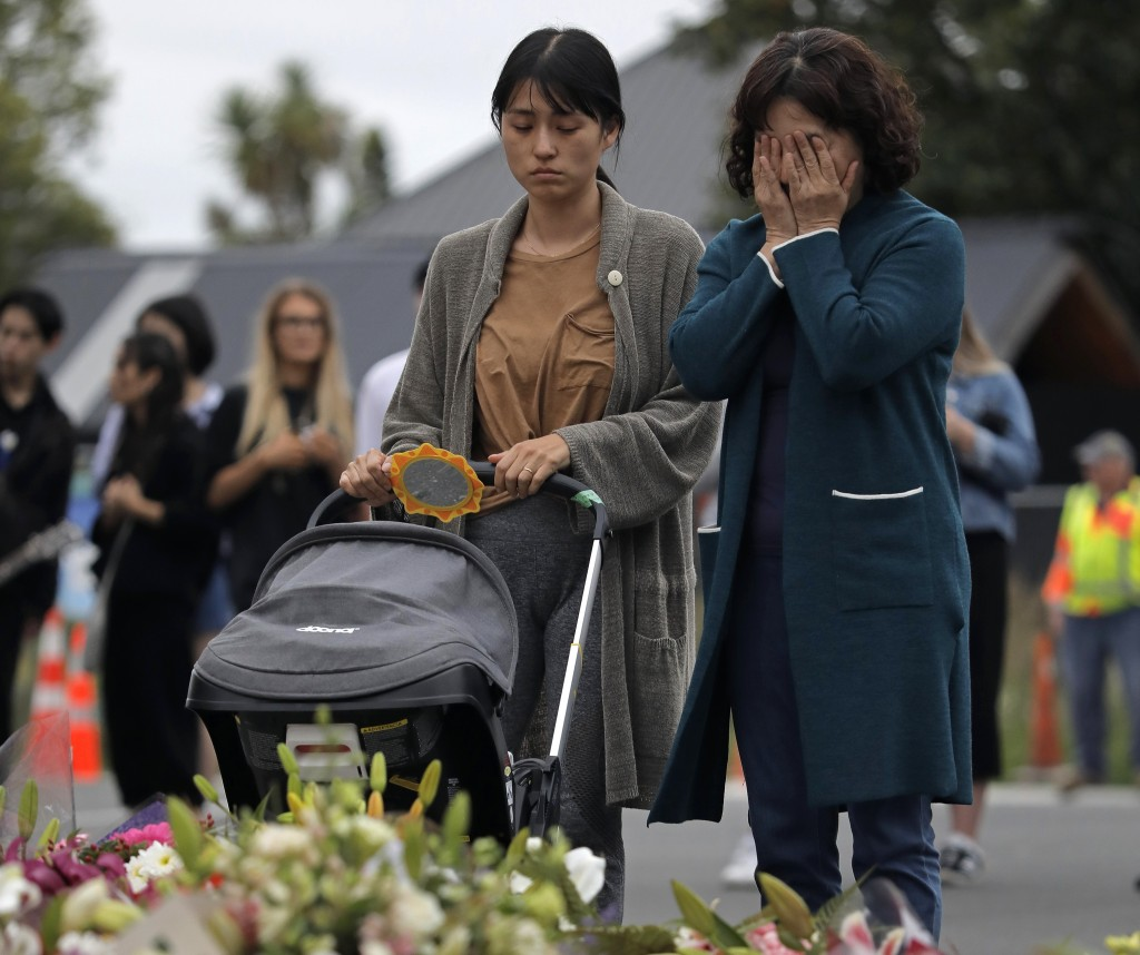 Mourners pay their respects at a makeshift memorial near the Masjid Al Noor mosque in Christchurch, New Zealand, Saturday, March 16, 2019. (AP Photo/V