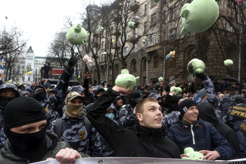 "Far-right demonstrators throw toy pigs and shout ""Poroshenko's pigs to jail"" during a rally against corruption in front of the Presidential administra"