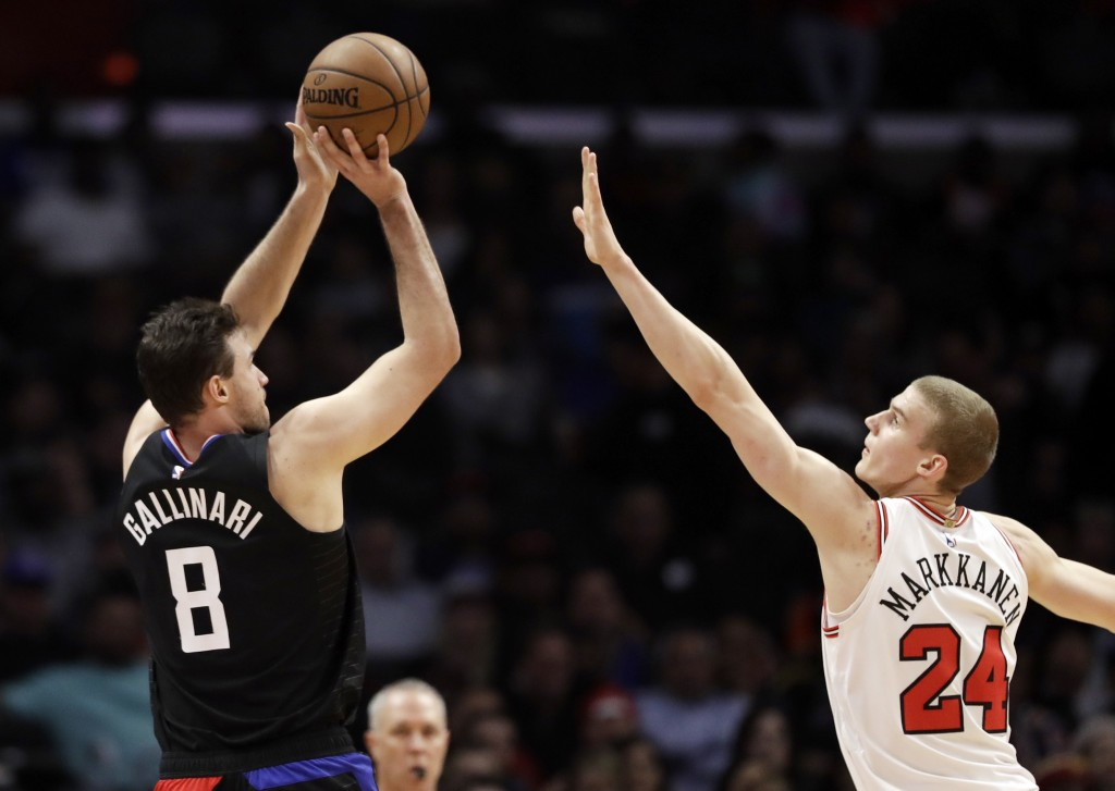 Los Angeles Clippers' Danilo Gallinari, left, shoots over Chicago Bulls' Lauri Markkanen during the first half of an NBA basketball game Friday, March