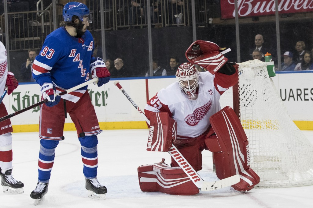 Red Wings keep goalie Howard for 14th season