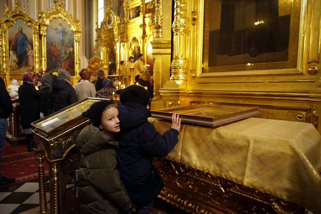 Ukrainians pray at the St. Mary Magdalene Church in Warsaw, Poland, on March 10, 2019. Ukrainians prepare to go the polls in a presidential election M