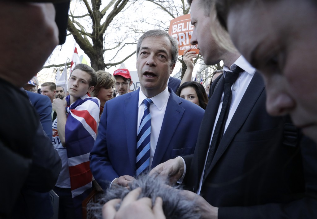 "Former UKIP leader Nigel Farage, center, joins Pro-Brexit leave the European Union supporter taking part in the final leg of the ""March to Leave"" alon"