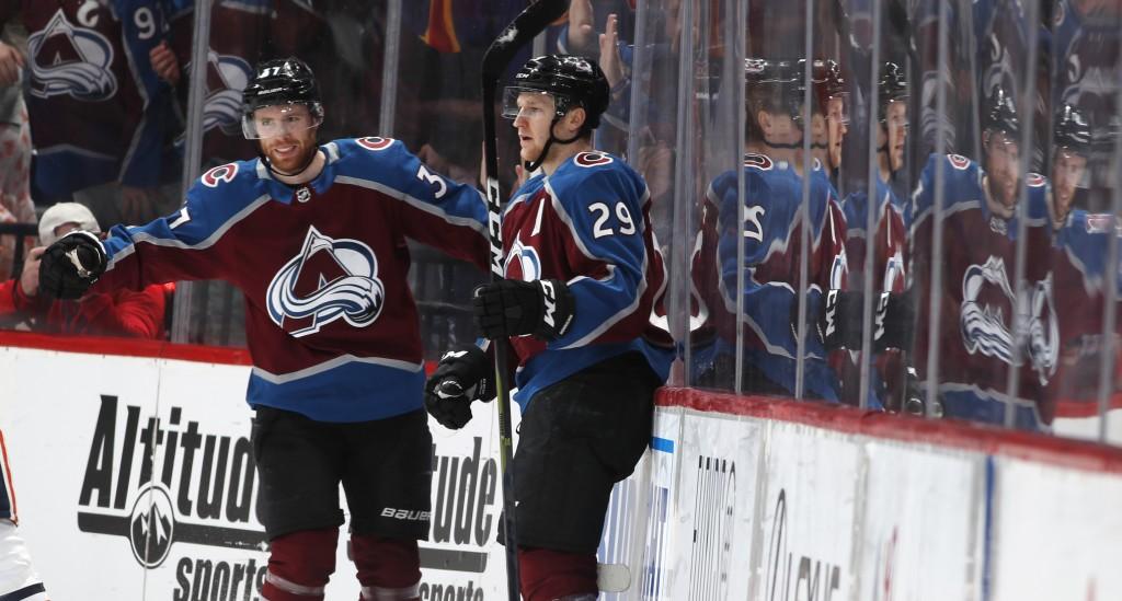 MacKinnon leads scoring spree in 2nd as Avs beat Oilers