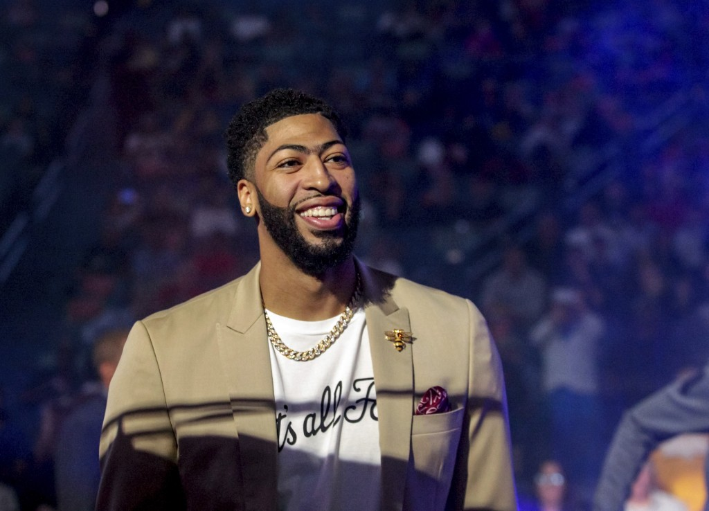 35a2865c363 New Orleans Pelicans forward Anthony Davis (23) wears a T-shirt with